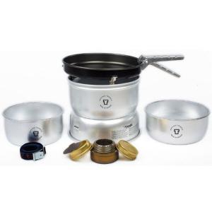 通常よりも強度のあるアルミニウムを使用することで軽量化を図ったストームクッカーです。1.0Lと1.7...
