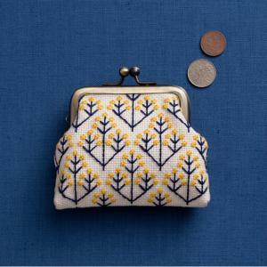 刺繍 キット COSMO(ルシアン) 地刺しキット がまぐち 黄色い木の実|shugale1