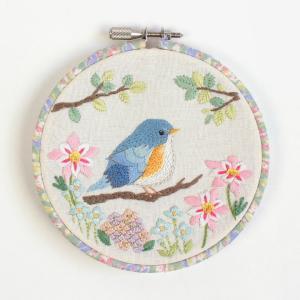 chicchiさんの動物刺繍 ルリビタキさんの幸せをよぶ花園フレーム | 刺しゅう 刺繍 手芸 ハンドメイド トーカイ|shugale1