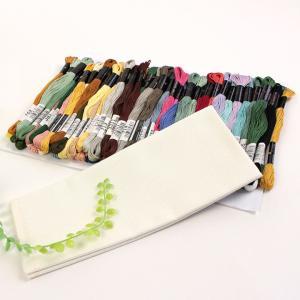 使いやすいモダンな色目のカラー糸セットです。  「連続模様で楽しむかんたん刺しゅう」掲載作品に使用さ...