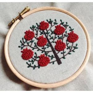 フランス刺繍キット 赤い花の木 プラスチック製の枠付き
