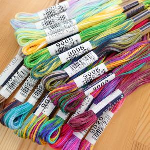 25番ぼかし刺しゅう糸です♪  新しいのは色だけじゃない! 色が変わるピッチに長短があり、変化に富ん...