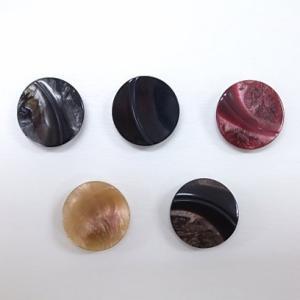 ツヤあり裏穴ボタン (3個単位) (23mm) 1820 shugeinohaguruma