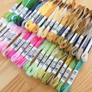 25番ぼかし刺しゅう糸です♪  ゆるやかに色が変化していく、優しいグラデーションが特徴です。 フラン...