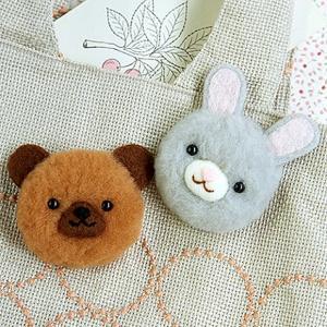 羊毛フェルト(フェルト羊毛)キット 羊毛ボンボン ウサギとクマのもこふわ ボンボンブローチ|shugeiya