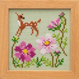 額付き刺しゅうキット かわいいどうぶつと季節のお花「バンビとコスモス」|shugeiya