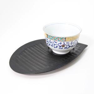 花びらの形をしたおもてなし皿です。 淵に布を貼り丈夫になっています。 お茶碗と和菓子を一緒にのせるこ...
