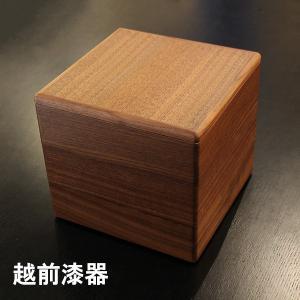 越前漆器職人製作の上質な重箱です。 ウォールナット材は、重硬で衝撃に強く、落ち着いた色合いと重厚な木...