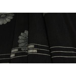 シルク 紬 黒系の地色に間道(かんどう)・菊の文様の絣(かすり)(シルク 正絹 和柄 和風 友禅 衣装 生地 着物 はぎれ ハギレ)|silk-honpo