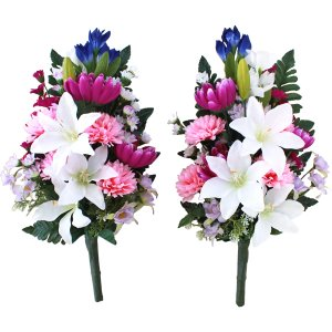 お仏壇や盆棚の両脇に置いてちょうどよい大きさの花束です。  サイズ:約H43(水上32)×W25×D...