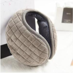 寒い日のお出かけ時に、さっと簡単につけれるイヤーマフのご紹介。 内側はふわふわのボアになっており、耳...