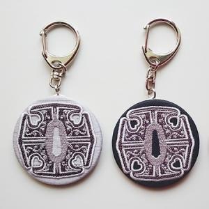 沖田総司佩刀 加州清光の鍔 刺繍缶バッジキーホルダー|sinsengumi-goods