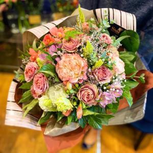 Mサイズ ラウンドブーケ ギフト 結婚祝い 誕生日 母の日 プレゼント 花束 花 フラワー 商品到着後レビューを書いて送料無料|sissi