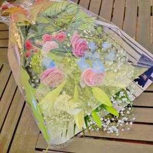 Mサイズ スタンダード花束ギフト 結婚祝い 電報 祝電 誕生日 母の日 プレゼント 花  おまかせ花束|sissi