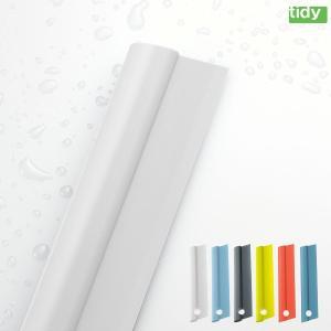 スキージーはバスルームの壁・鏡などの水切りに便利なスクイージーです。 お風呂上がりにサッと使えば、水...