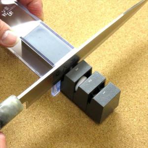 片刃専用 包丁研ぎ器 貝印 関孫六 出刃 刺身などの片刃包丁が3つの工程で切味蘇る 2種類の砥石を使用コンパクトロールシャープナ 左右兼用の画像
