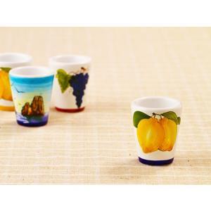 カプリ島の大きなレモンがぷっくりと描かれた色鮮やかなグラス。 黄色いカラーが明るい印象を与えます。 ...