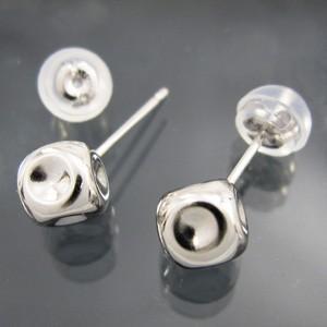 ペアピアス シンプル 18金ホワイトゴールド 5mm サイコロ型 キャッチ付|skybell-shop