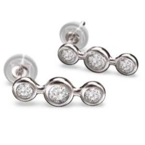両耳 ピアス 3ストーン ダイアモンド 4月誕生石 k18ホワイトゴールド キャッチ付き|skybell