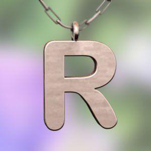 (名前 ネーム イニシャル) ネックレス 大文字のR  k10ピンクゴールド skybell