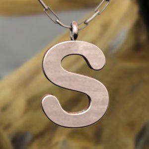 (名前 ネーム イニシャル) ネックレス 大文字のS  k10ピンクゴールド skybell