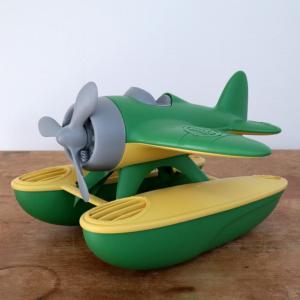 プカプカ水に浮く、水上飛行機。 操縦席には好きな人形を乗せて。 お水遊びやお風呂遊びにが楽しくなりま...