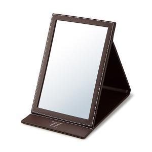 折りたたみ式の卓上ミラー。鏡の面が広く折り畳むとコンパクトなのでお部屋で使うのも、バッグに入れて携帯...