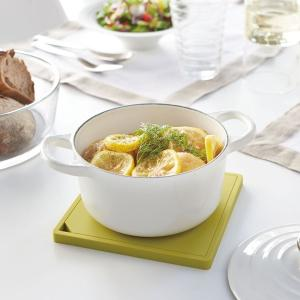 調理中の鍋の一時置きにも重量のある鋳物ホーロー鍋もしっかり置ける鍋敷き。 シンプルでスタイリッシュな...