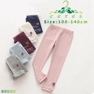 【製品仕様】 ■商品説明 ・裾のフリルが可愛いレギンスパンツ。 ・ワンポイントのお花は、立体感があっ...