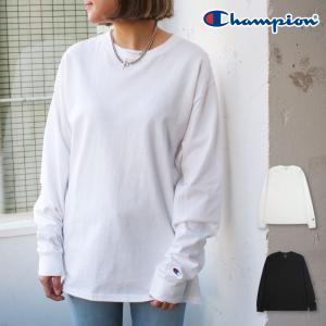 Championからシンプルな長袖Tシャツが登場。中薄手の柔らかい生地を使用しており、様々なシーンで...
