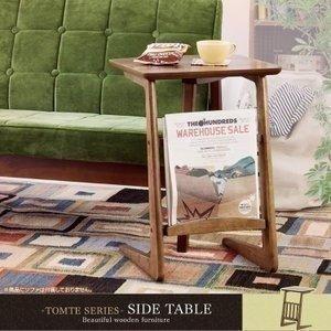 天然木ならではの独特の深みと温もりのある木目が魅力的♪飽きのこないシンプルなデザインのサイドテーブル...