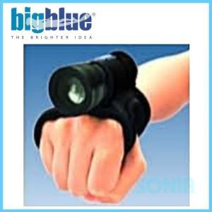 手首と握りサイズを調整!手首にライトを固定 【特徴】 ■両手を使いながら自在にライトを使用できるハン...