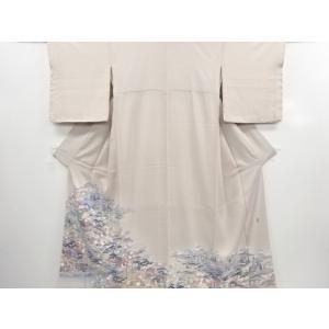 衿は広衿です。 共八掛で柄入りです。 比翼は正絹です。 掛衿山に微かなくすみが有ります。 その他、微...