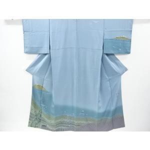 衿は広衿です。 共八掛で柄入りです。 掛衿山に薄くすみが有ります。 両掛衿、袖山、両袖付前に多少のヤ...