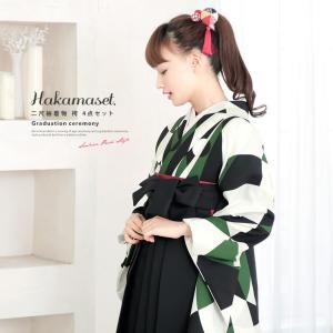 卒業式におすすめなレディース袴セット   ■色 着物 緑に黒や白など 袴 黒  ■素材 着物 ポリエ...