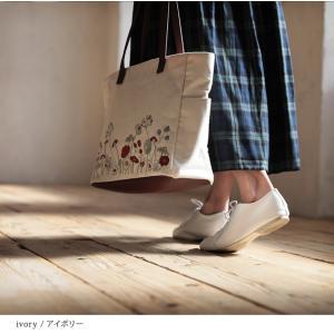 北欧風の花をやさしく咲かせた、多収納トートバッグ レディース 鞄 キャンバス 帆布 肩掛け 手提げ A4 通勤 通学 刺繍 花柄 フラワー soulberryオリジナル|soulberry|06