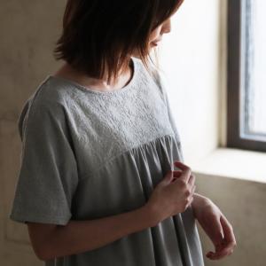 汗を気にせず楽しめる、リーフ刺繍チュニック レディース 半袖 汗じみ防止 Aライン フレア カットソー|soulberry