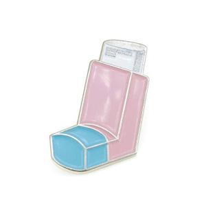 YUTTALIA ピンバッチ 喘息(ぜんそく) 吸入薬 かわいい ピンズ 薬 ピンク|spec-ssstore