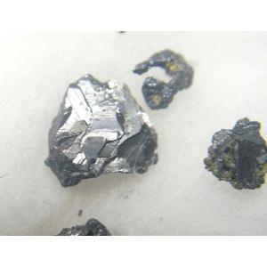 ポリバス鉱(POLYBASITE) 岐阜県吉城郡神岡町神岡鉱山 別名雑銀鉱とも呼ばれます。六角板状結...