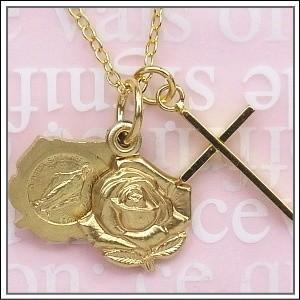 薔薇型のロケットの中に不思議のメダイ柄。フランス教会正規品です。 真鍮製・金色のクロス十字架とご希望...
