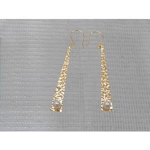 ツジモト真珠の ベビーパール ピアス 三角形デザイン あこや本真珠 K18 トライアングル 3.0mm ひっかけタイプ|spicapearl