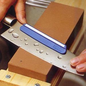 ■特長■ ・包丁とぎホルダー。 ・包丁の背に取けて研ぐと、どなたでも簡単に一定角度の研ぎができます。...