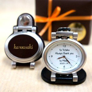 コンパクト時計「ベルト装着&スタンド2WAY時計 革レーザー加工」 (名入れ時計 オリジナル時計 メモリアル時計 新築祝い 結婚祝い 贈り物)|starkids