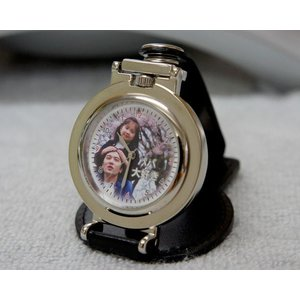 写真 時計「ベルト装着&スタンド2WAY時計 丸型」 写真文字盤  名入れ オリジナル 記念品 誕生日 新築祝い 結婚祝い 還暦 退職祝い 周年記念 贈り物|starkids