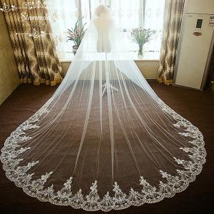 輝いた花嫁にふさわしいウエディングベールです。  サイズ:長さ約300cm  階層:1層  セット内...