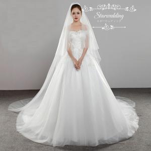 輝いた花嫁にふさわしいウエディングベールです。  サイズ:長さ約3M  階層:2層  セット内容:ベ...