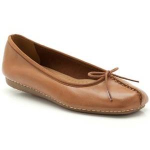 Clarks クラークス Freckle Ice フレックルアイス 213FA15-TAN リボン付き パンプス フラットヒール レディース 靴 お取り寄せ商品