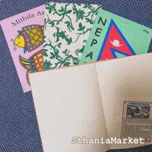 大きな繊維が入った素朴な風合いが人気のロクタ紙で出来たノート。 日本の和紙と同じように手漉きで作られ...