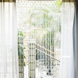 心が優雅に地面に落下しているかのように見えますハートデザインの微妙なドアカーテン。この文字列のドアカ...