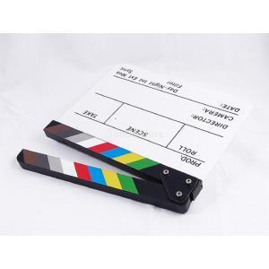 カチンコ テレビ フィルム 映画 下見板張り 白ボード+カラフルなストライプスレート